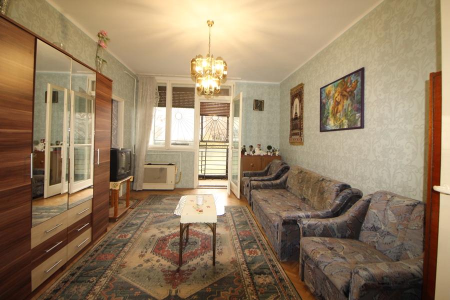 Két szobás, földszintes, erkélyes lakás a IX.kerületben, Nagyváradtértől egy megállóra