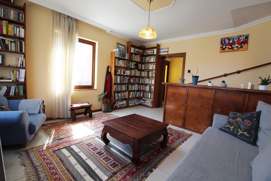 Ráckeve belvárosában, Dunához közeli részen két generáció számára is alkalmas családi ház várja új lakóit!