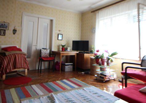 Szigetújfalu központjában kínálunk eladásra egy 100 m2-es családi házat!