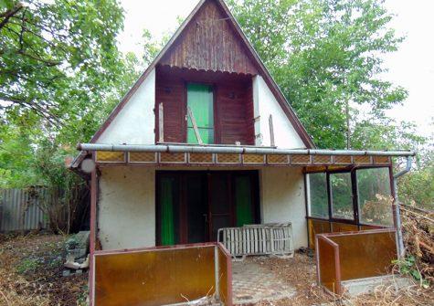 Ráckeve újtelepi részén eladó tégla építésű nyaraló!