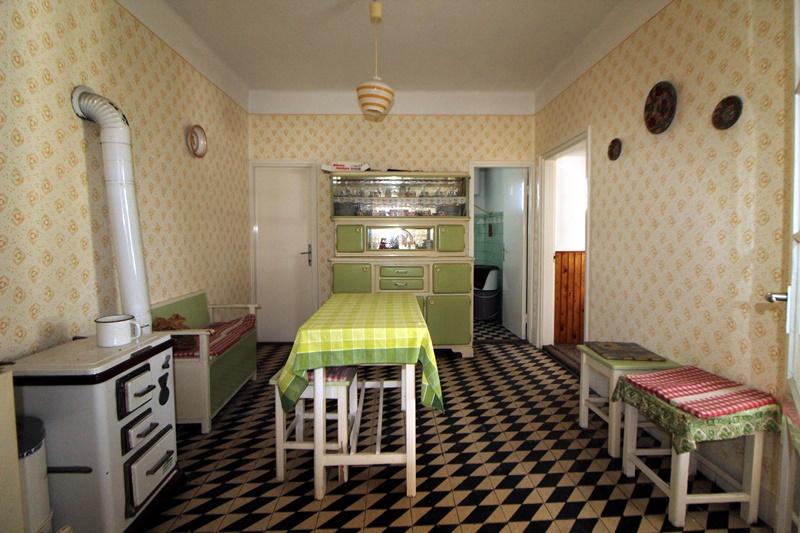 Ráckevén kínálunk eladásra egy 80's évek végén téglából épült családi házat.